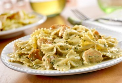 Pasta with Pesto and Chicken